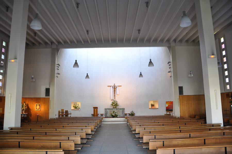 Eglise sainte claire paris for Porte de pantin salon